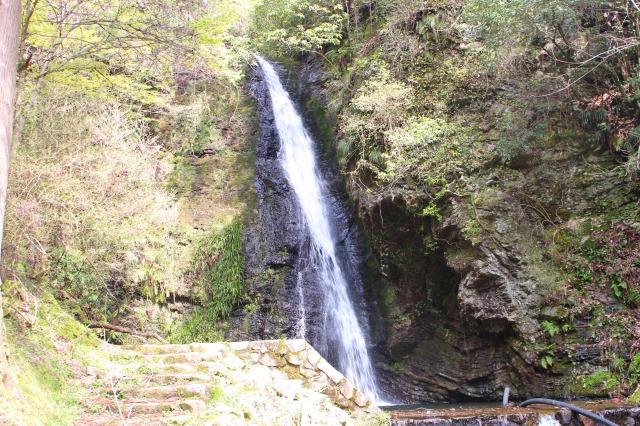 滝で川遊び