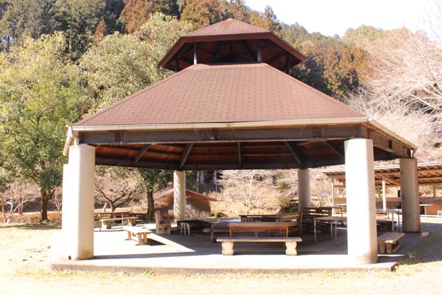 屋根あり-キャンプ場